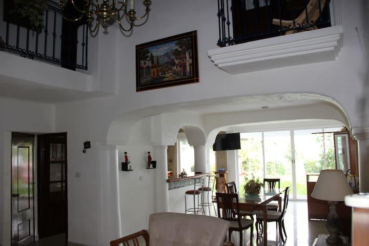 Residencia tipo Queretana (colonial)