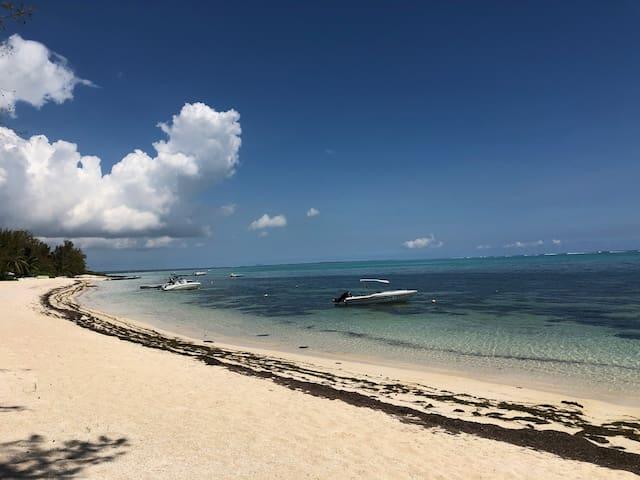Bungalow Joli'zil, sur la plage de Roches Noires