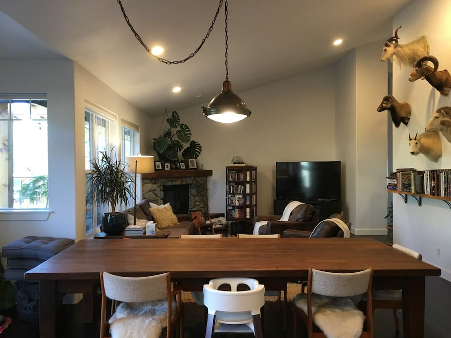 The dining/living room.