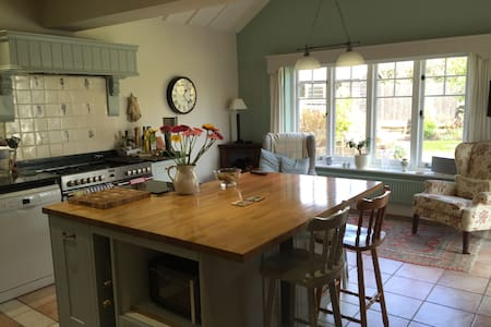 En-suite double bedroom, Worplesdon - Worplesdon - House