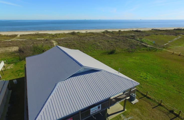 Mona Lisa is Beachfront in Grand Isle with 4 bedrooms and sleeps 25 - Grand Isle - House