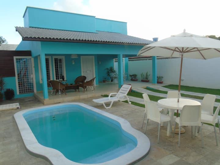 Charmosa casa de praia com piscina