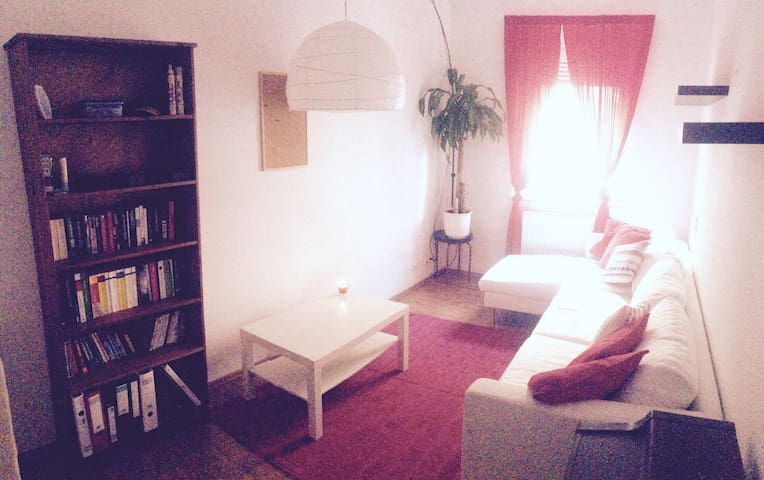 Central cosy clean room available - Aachen - 公寓