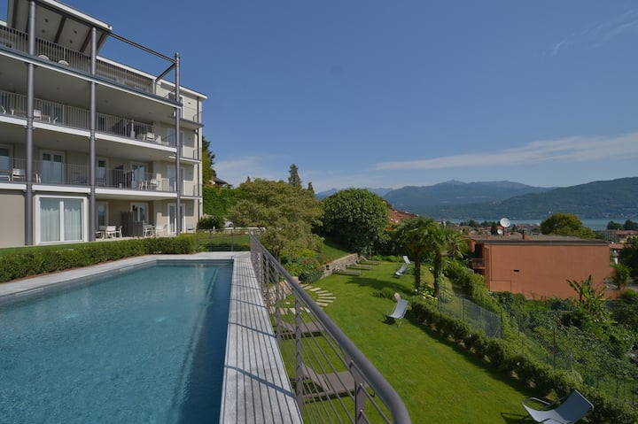 The View - Earth: design apartment with terrace, lake view and pool