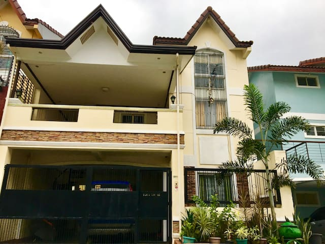 Furnished Townhouse beside SM Molino,Bacoor Cavite