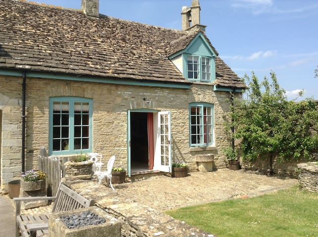 Stables Cottage, Shipton Moyne - Tetbury - House