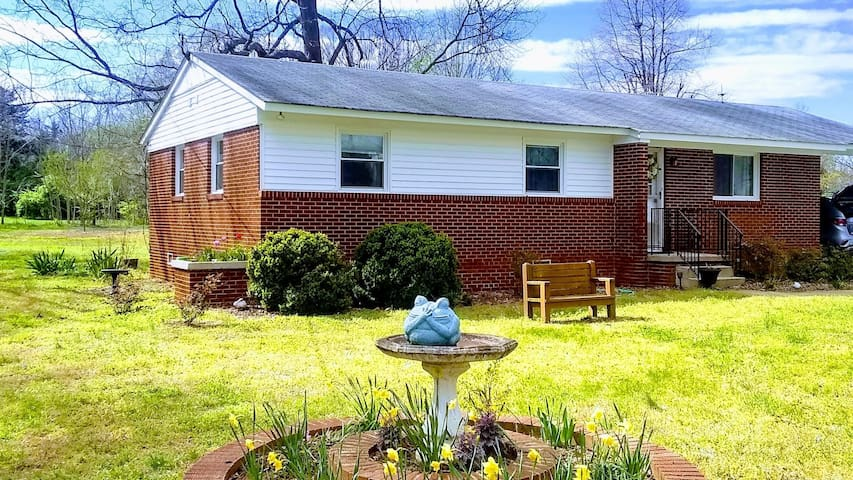 3 BR House in the Heart of Mebane