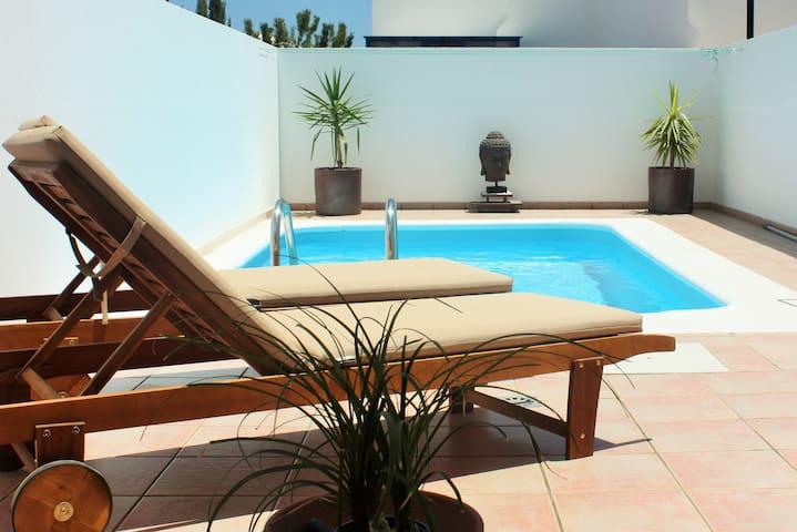 Villa java piscina privada wifi casas en alquiler en for Piscina java