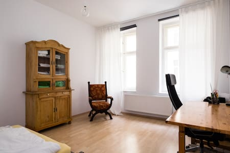Bright, quiet, 10 min from Alex - Berlin - Apartment