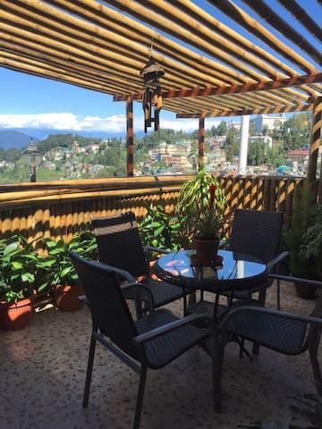 The Attic & Bamboo Terrace B&B - Darjeeling - Apartment