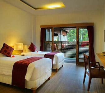 Cheap deluxe room with jungle view - Ubud