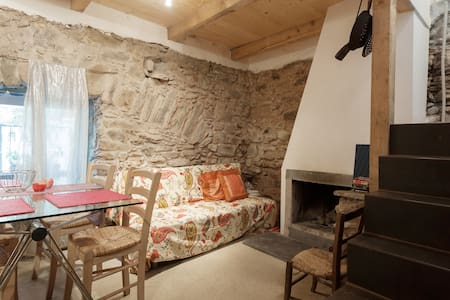 Stone house directly on the footpath to 5-Terre