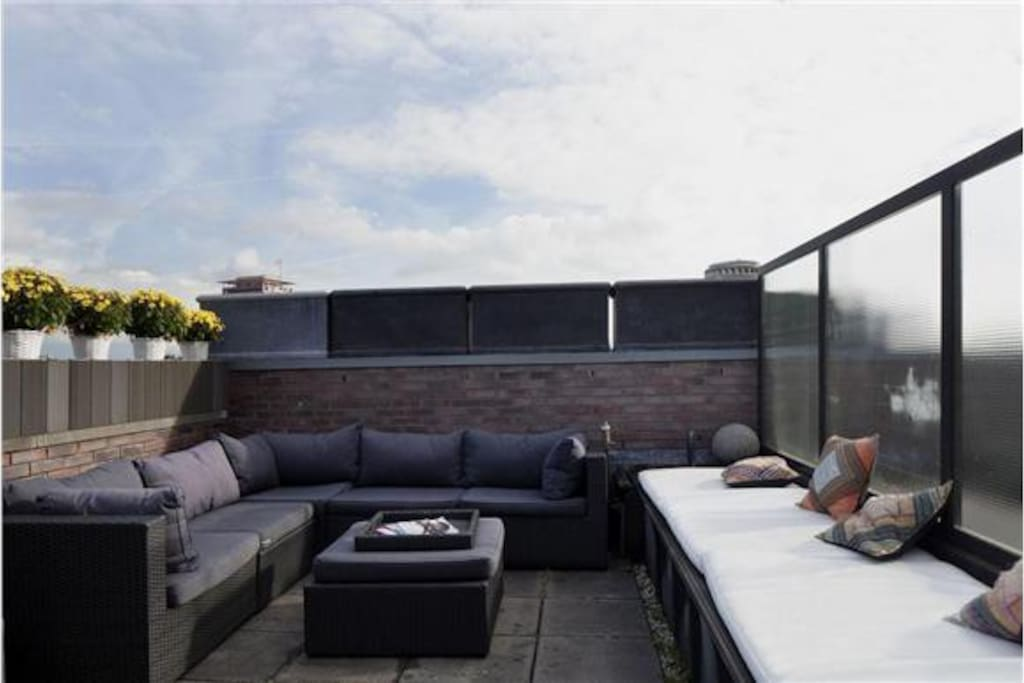 Roof terrace at backside of the apartment. There is a second long trace at the frontside of the apartment.