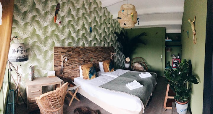 The Bliss Hotel - Kitchen & Deli - Jungle Room
