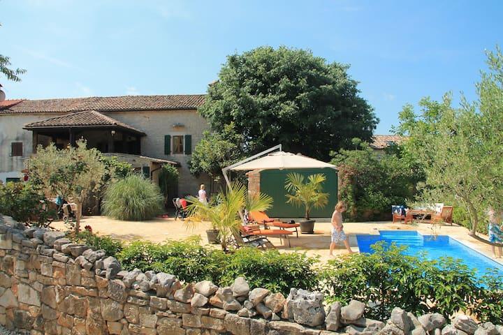 Historische Villa mit Pool - Marasi