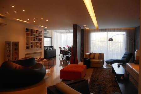 Spacious & modern apart-quiet area - Apartment