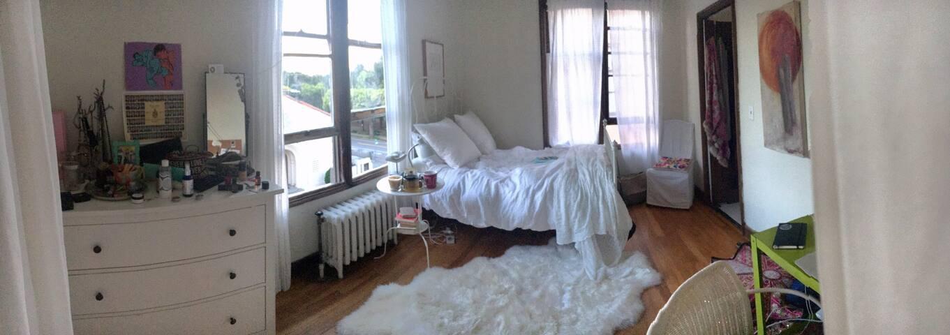 Cozy room in the heart of Berkeley