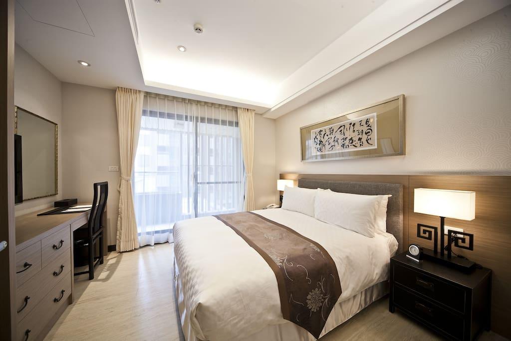 主臥室-雙人床