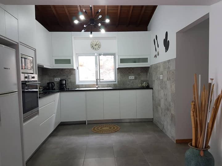 Mosteiros Beach House - WIFI & AC