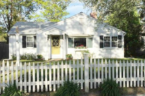 Breezy Vibes Cottage ~ Backyard Blissful (3bd)