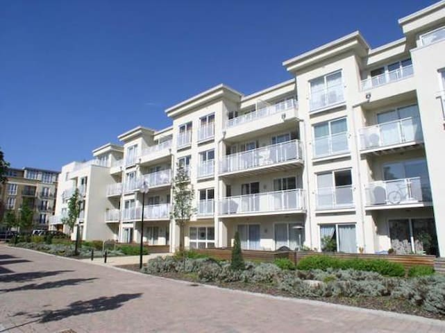 One Bedroom in Luxury and Safe Area of Richmond - Richmond - Departamento