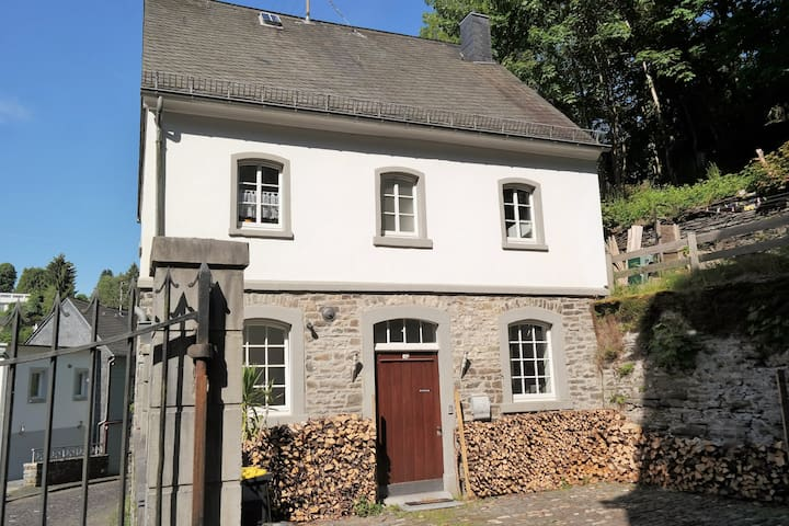 New since may 2015 - Monschau - House