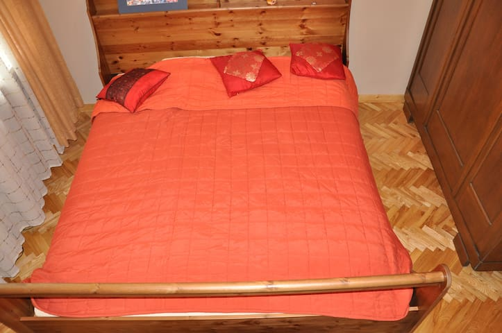 Queen size bed in double room  - Bialobrzegi - House