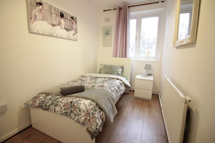 (BSY-B)PRIVATE ROOM FOR 1 NEAR STEPNEY GREEN