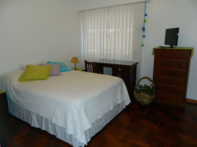 Habitación cama doble, casa flia - Buenos Aires - Bed & Breakfast