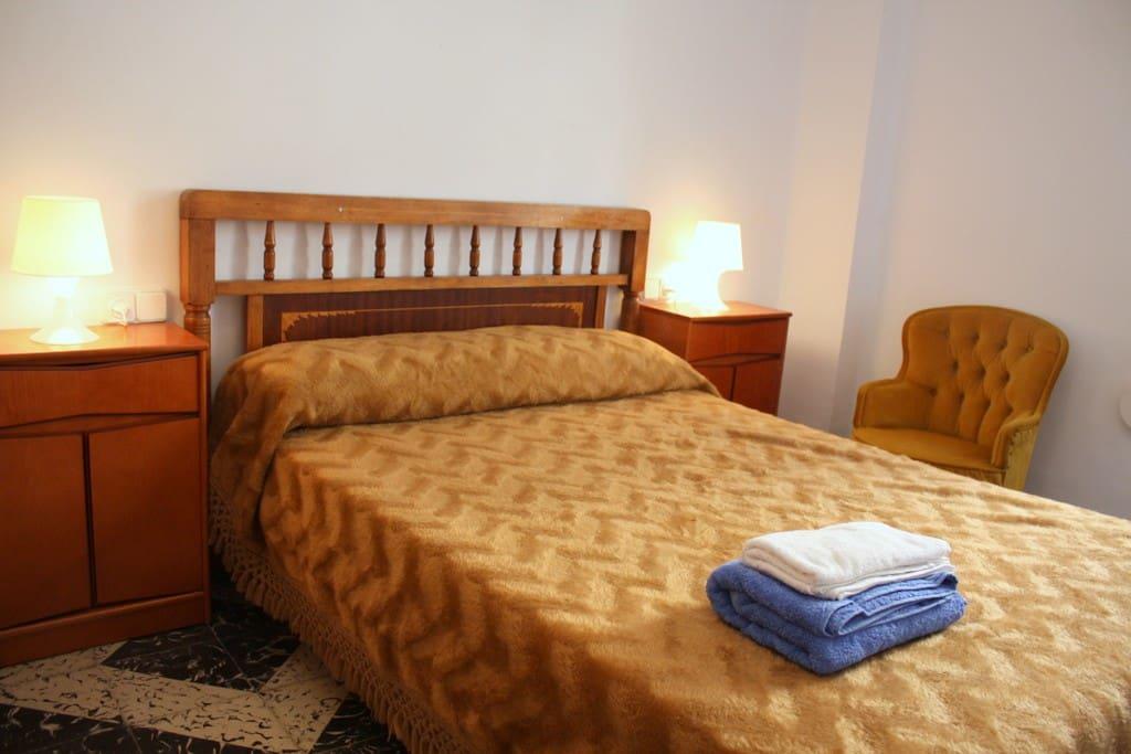 Main Bedroom. (Bed 190x150). Chambre Principale (Lit 190x150). Habitación Principal.  (Cama 190x150)