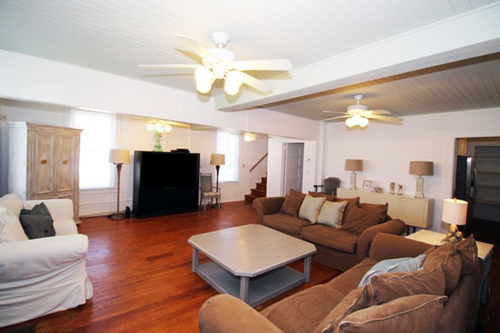 Spacious living room with large flat panel TV and DVD player