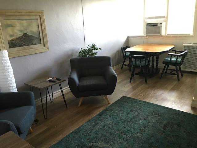 Mid Century Hideaway 206 - Cottonwood - Appartement