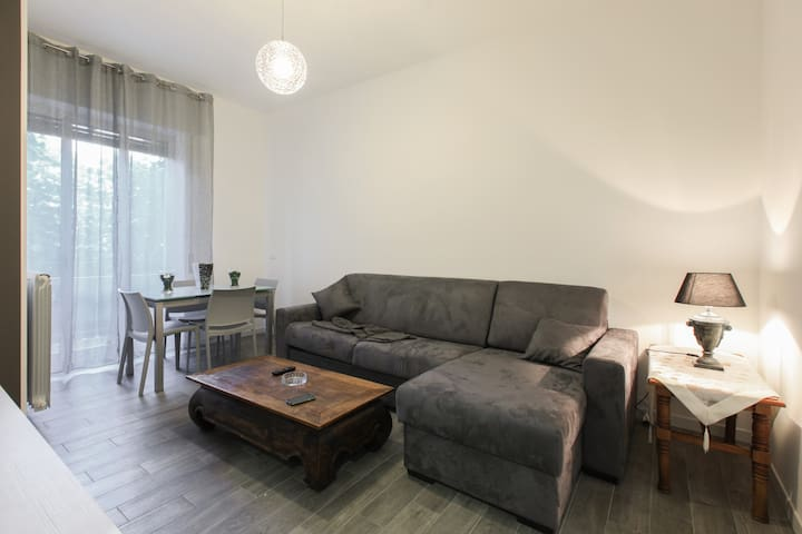 New Apartament ,metro to Expo ,wifi
