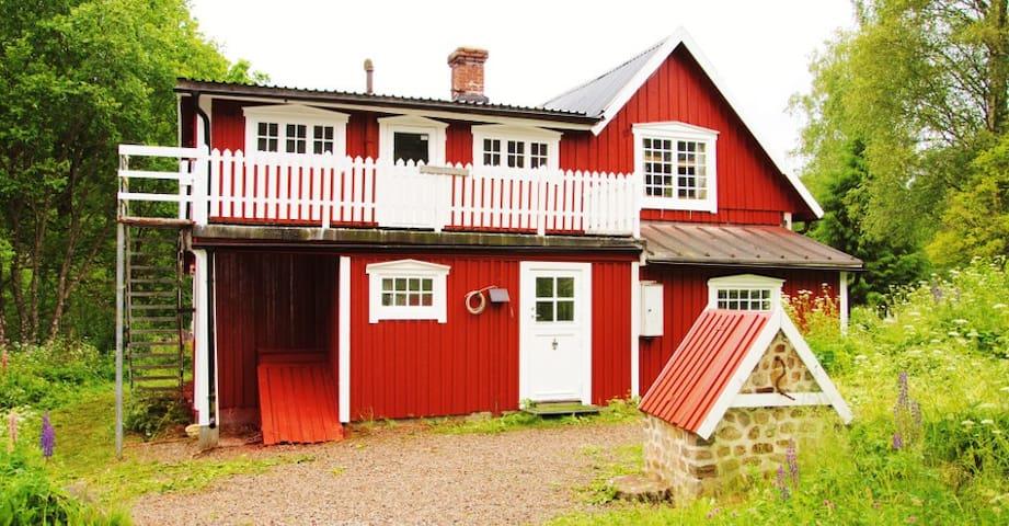 Kulsvierhytten - svensk ødegård midt i skoven