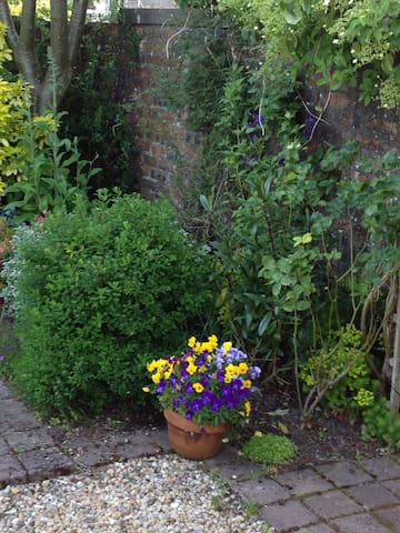 Private walled garden with garden furniture, ideal to sit out and have your morning coffee on a sunny day.