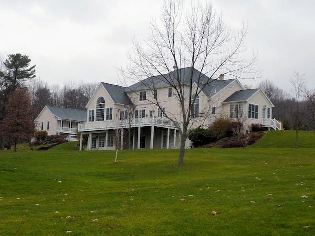 The Inn at Endwell Greens - Endicott - Bed & Breakfast