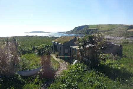 Cosy cabin with stunning ocean view - Kilcatherine, Eyeries, Beara