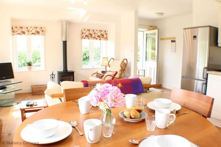 Broomley Cottage Sleeps 2  is a delightful recently renovated one bedroom property - Nr Salisbury - Hus