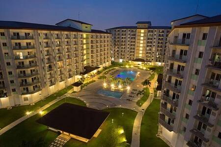 2BR,2T&B w/veranda view, Safe&Quiet Place to Stay. - Parañaque