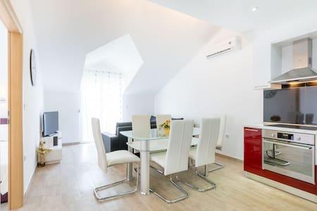 Villa Apartments Kordić - Kaštel Lukšić