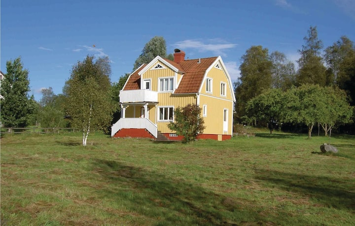 Nice home in Sandsjöfors with 3 Bedrooms