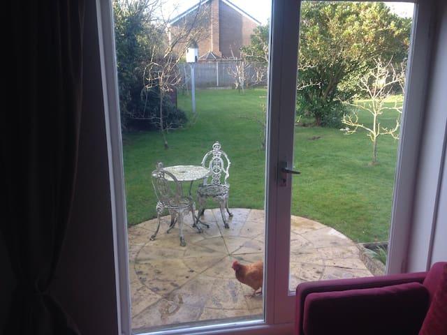 Garden Flat in Cheltenham - Charlton Kings - Apartment