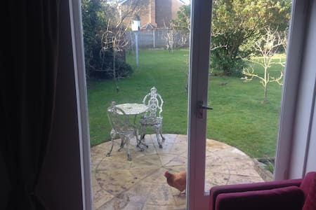 Garden Flat in Cheltenham - Charlton Kings - Apartament
