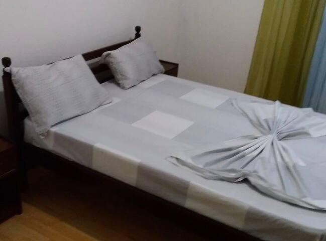 Quartos com suite em moradia térrea
