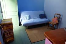 Votre salon qui reste un salon car votre couchage est en mezzanine