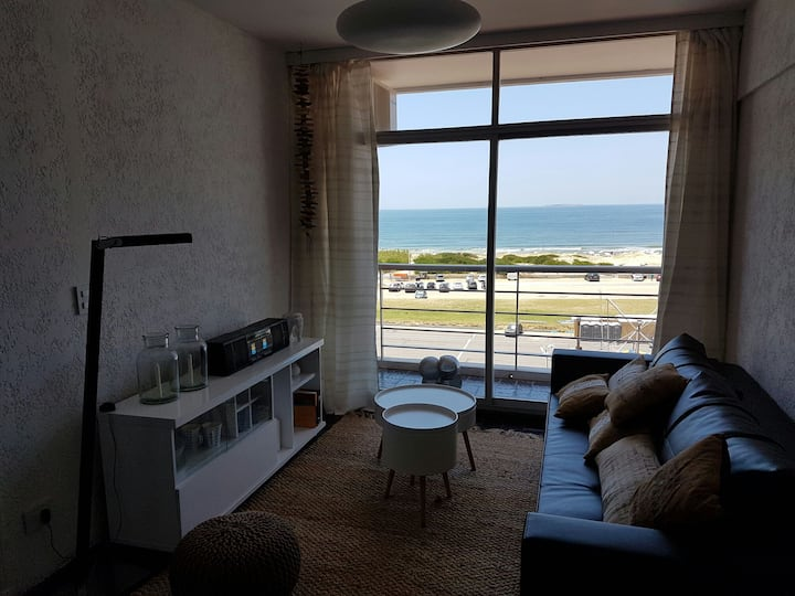 Ocean view modern apartment (just in front!)