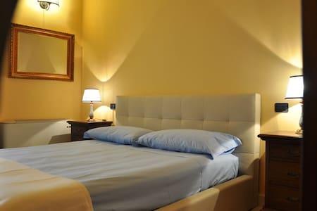 Il Casale Dei Conti B&B * * * Room2 - Barcellona Pozzo di Gotto - Bed & Breakfast