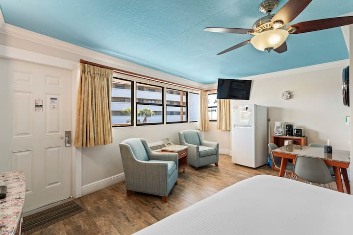 Superior Gulf View Suite: 1 King Bed