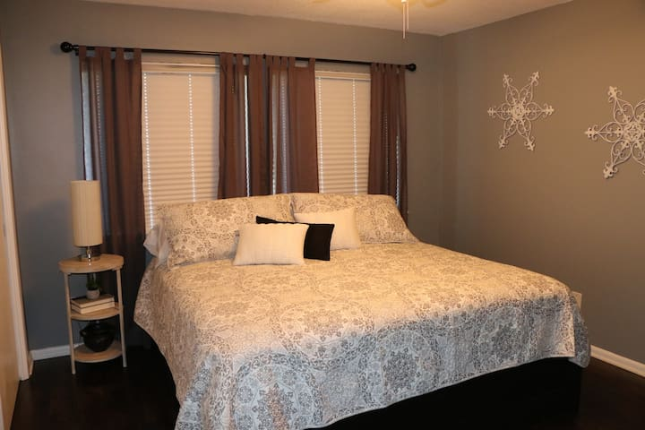 King size bed with comfortable bedding. Smart TV in room.