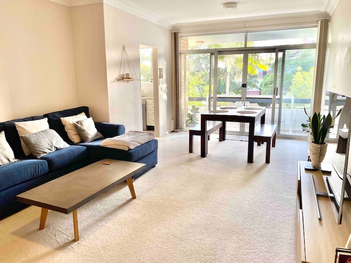 Sunny apartment in the heart of Manly